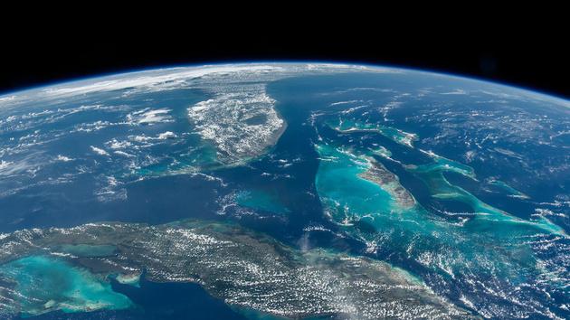 el_astronauta_jeff_williams_retrata_la_tierra_desde_el_espacio_5943_630x.jpg