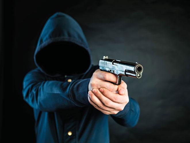 South-Dakota-Store-Clerk-Wrestles-Gun-From-Armed-Robber.jpg