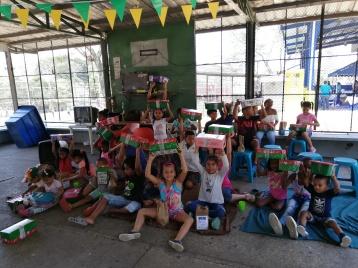 Niños cajas.jpg